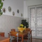 Cucina-tavolo verso il balcone (5)