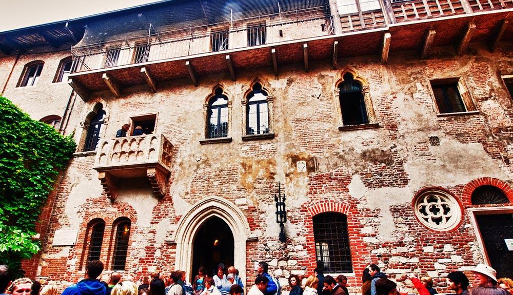 Casa di Giulietta: dal romanzo di Romeo e Giulietta di Verona
