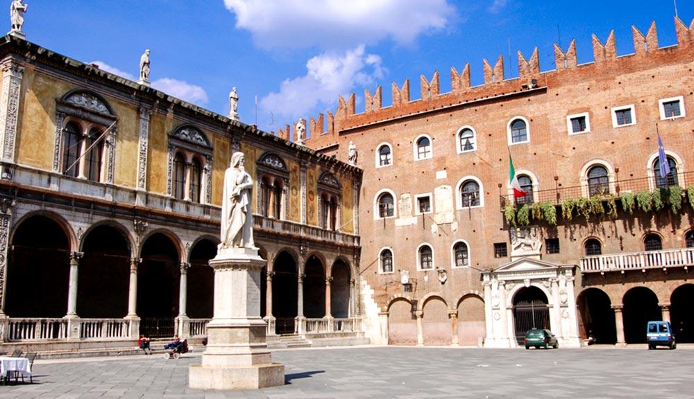 Piazza dei Signori (o piazza Dante)